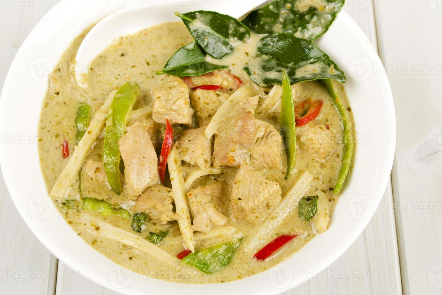 kaeng khiao wan kai - Thaise groene kipcurry foto