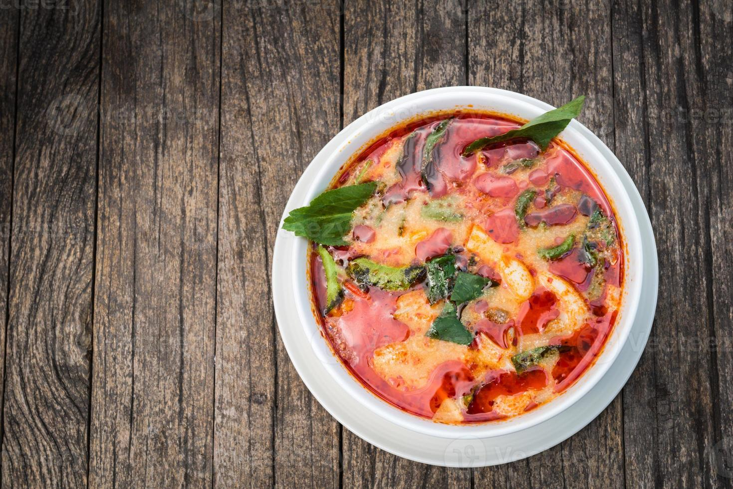 tom yum kung-thai pittige soep foto