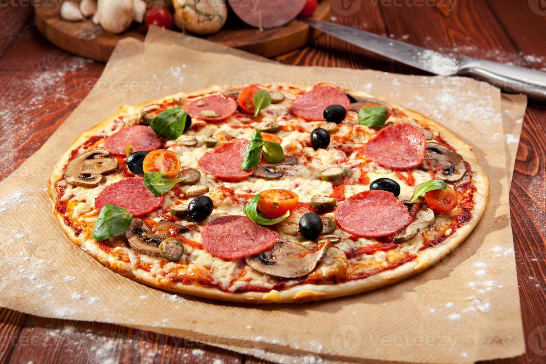 pizza salami foto