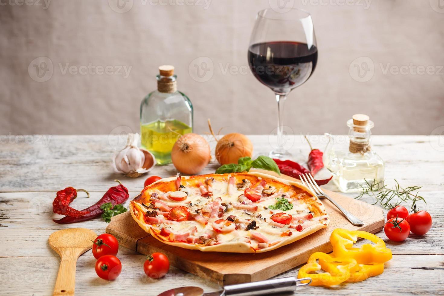 verse zelfgemaakte pizza foto