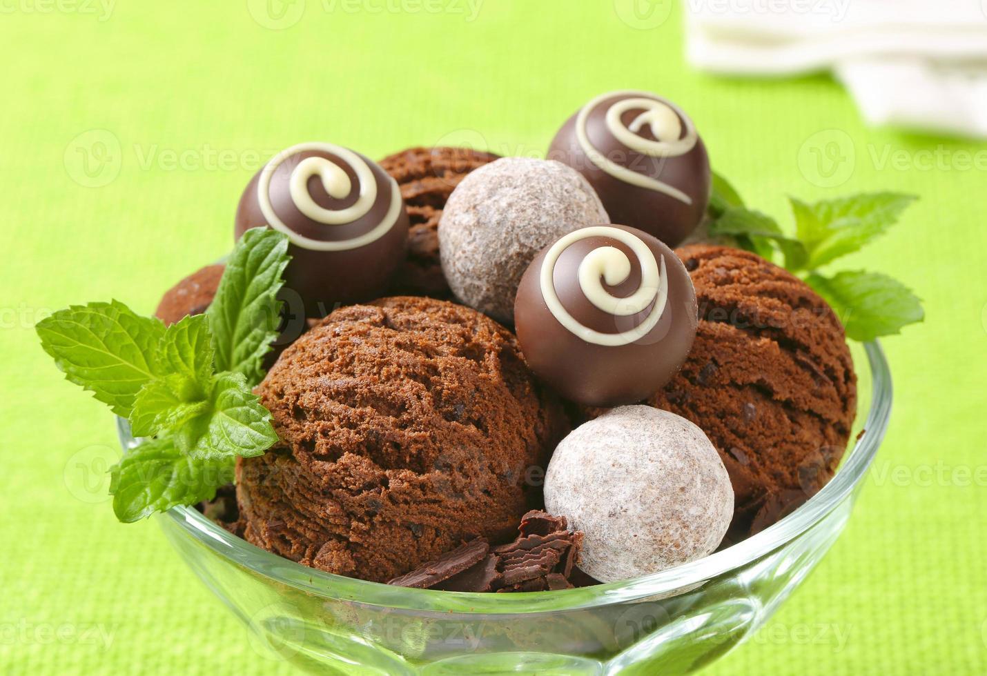 chocolade-ijs en truffels foto