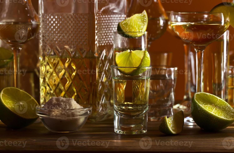 gouden tequila en limoen foto