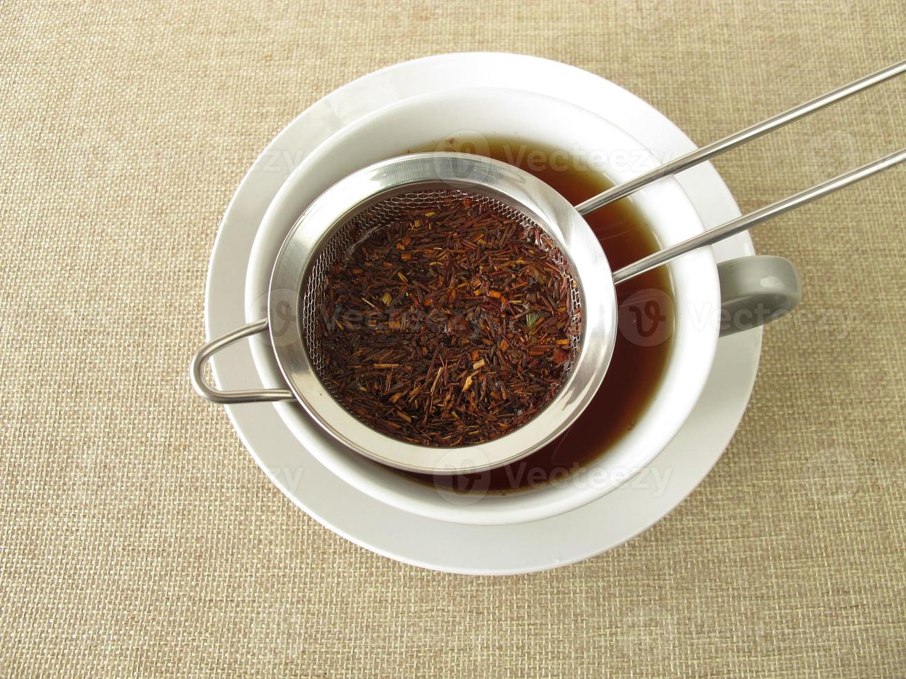 rooibos thee in theezeefje foto