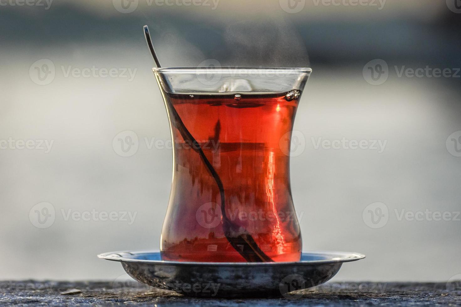 glas Turkse thee in Istanbul foto