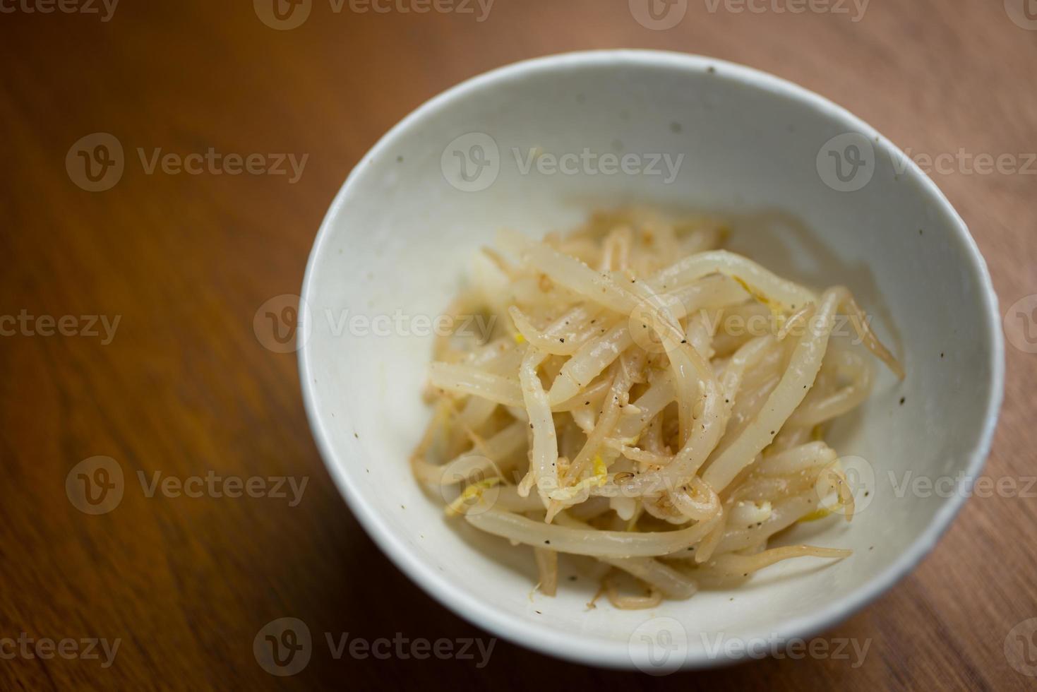Japanse Koreaanse keuken Moyashi Namuru (Sojascheuten Namul, Kongnamul) foto