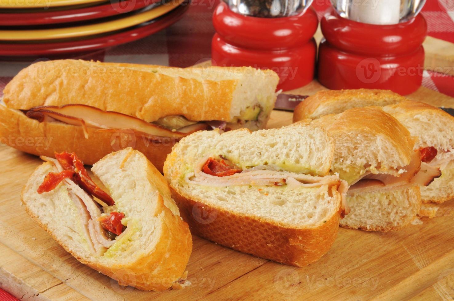 gesneden kalkoensandwich foto