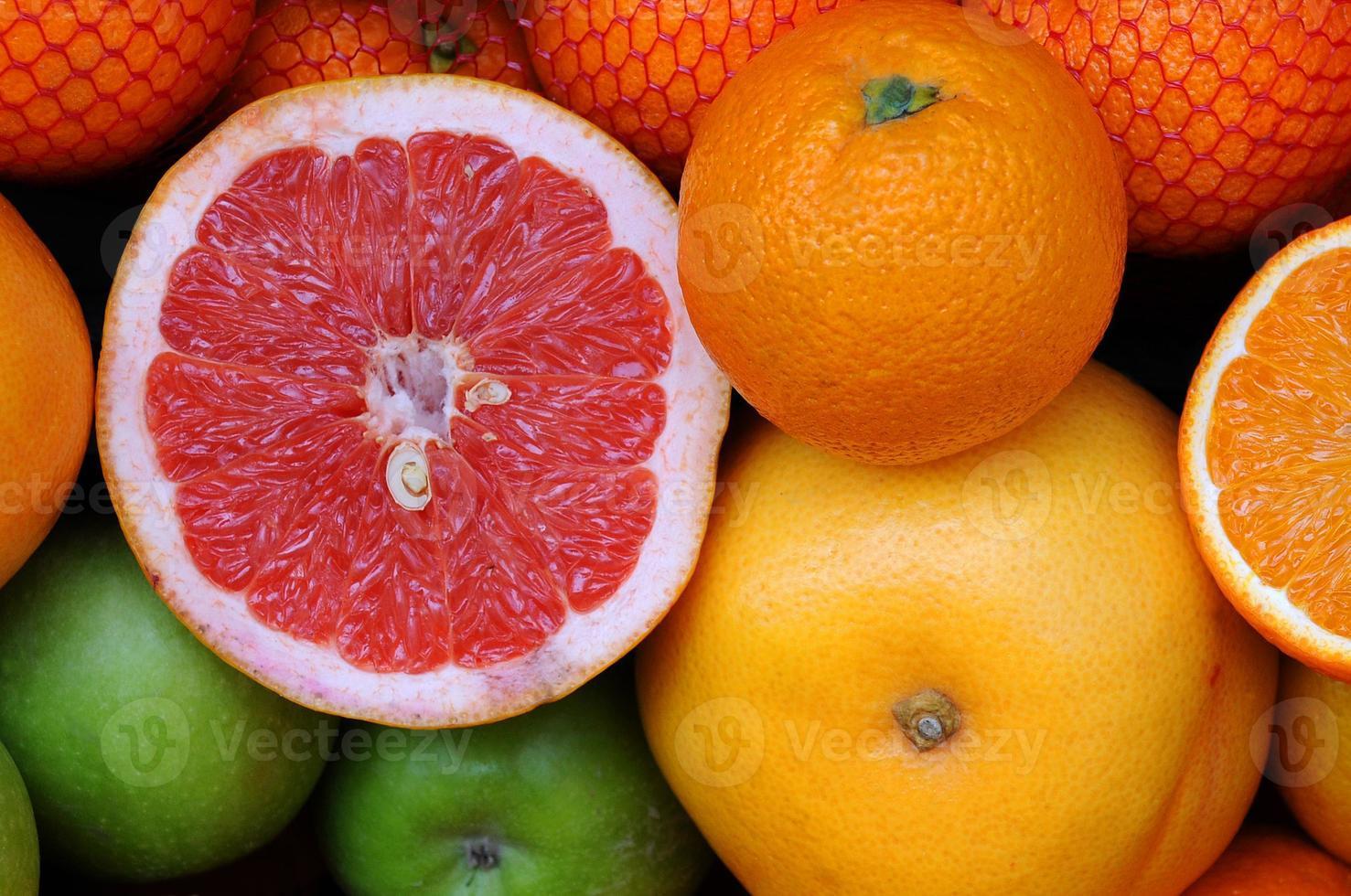 verscheidenheid aan fruit op de markt foto