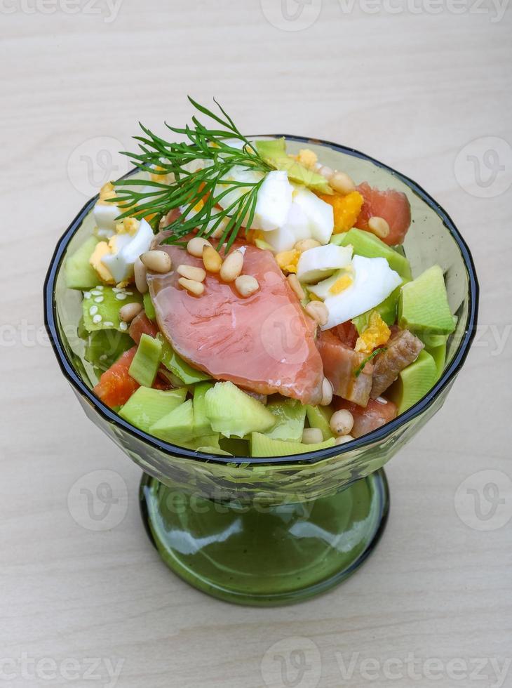 Salade van zalm en avocado foto