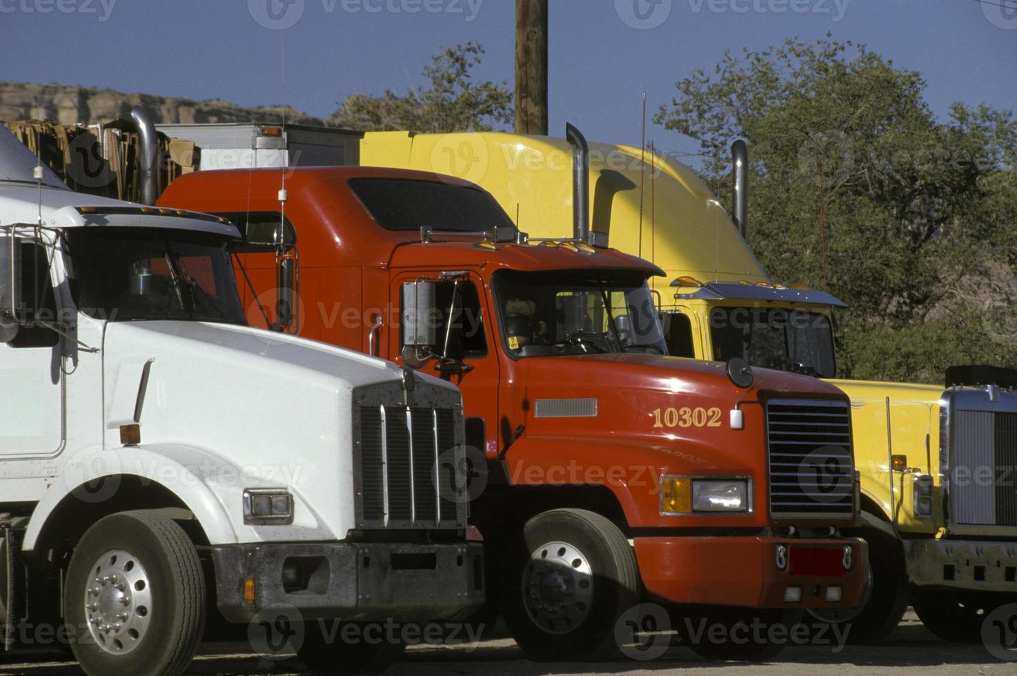 semi-vrachtwagenopstelling foto