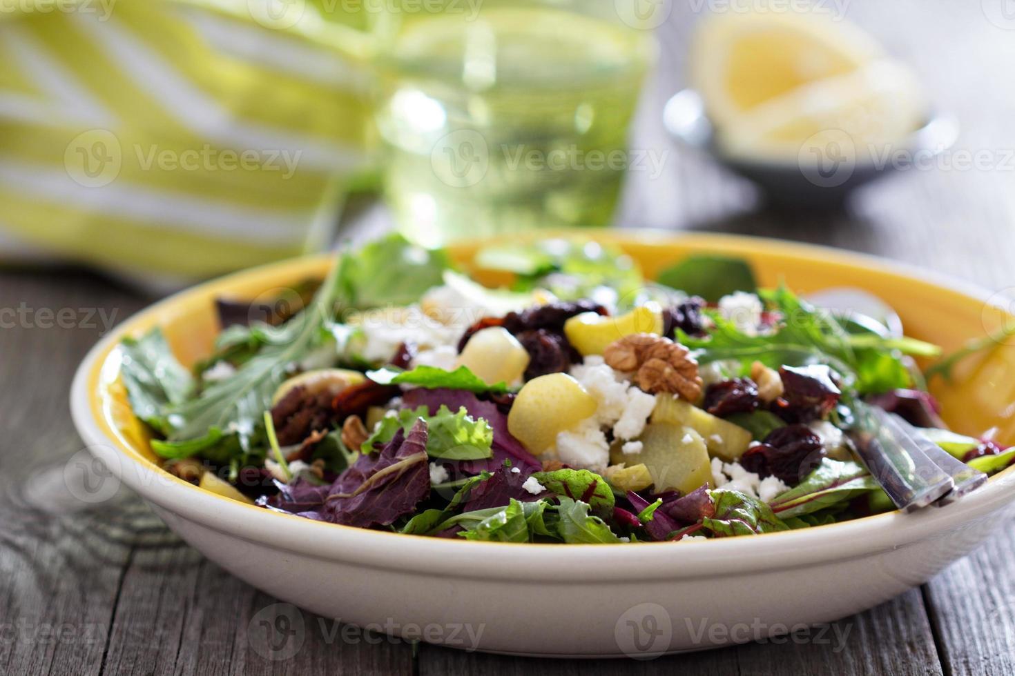 salade met gebakken rabarber foto
