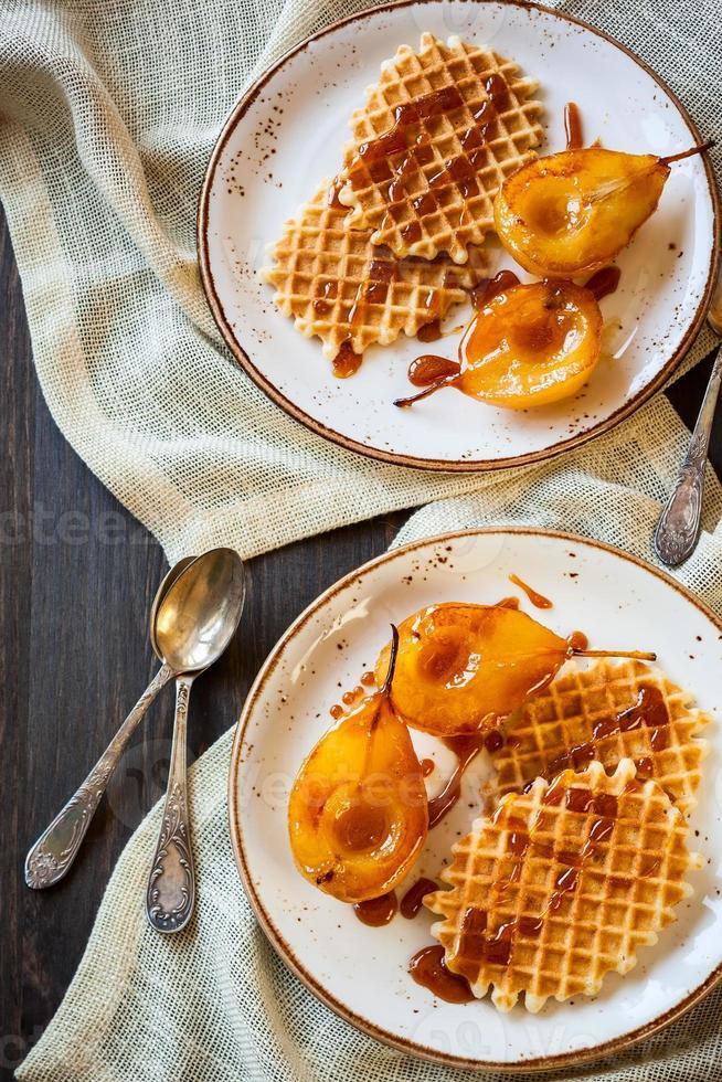 karamelperen met wafels foto