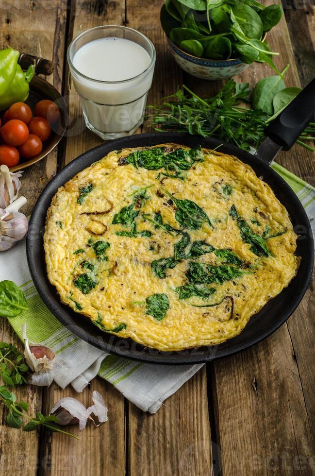 frittata met spinazie en knoflook foto