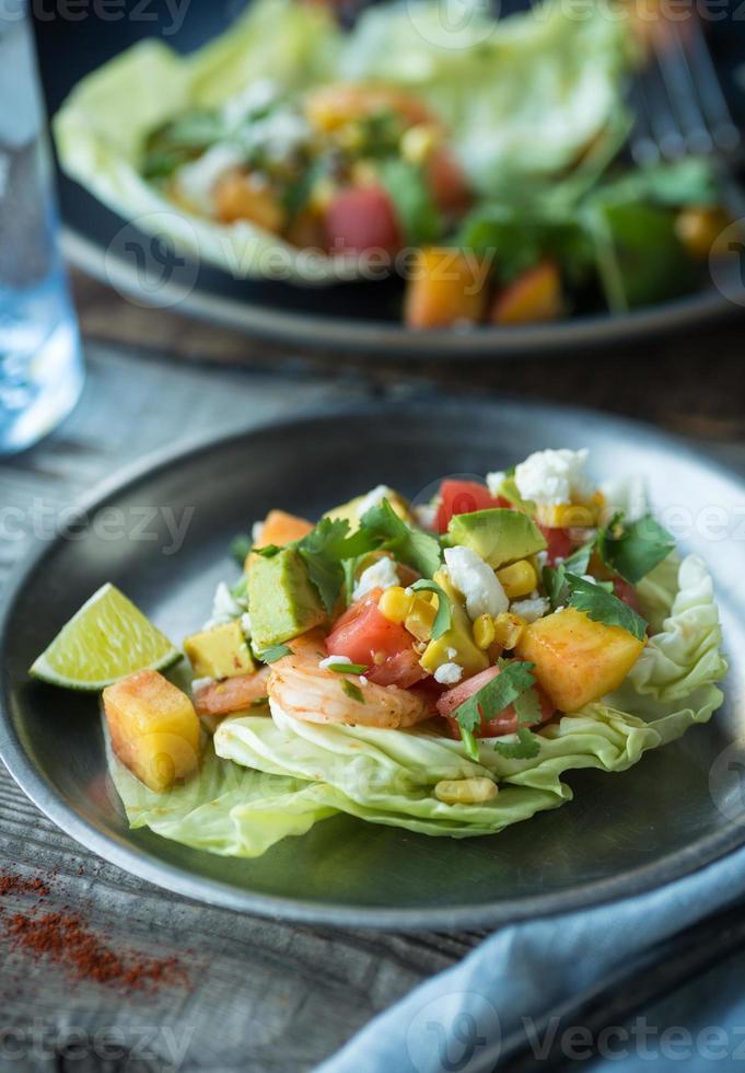 pittige garnalen salade sla cups foto