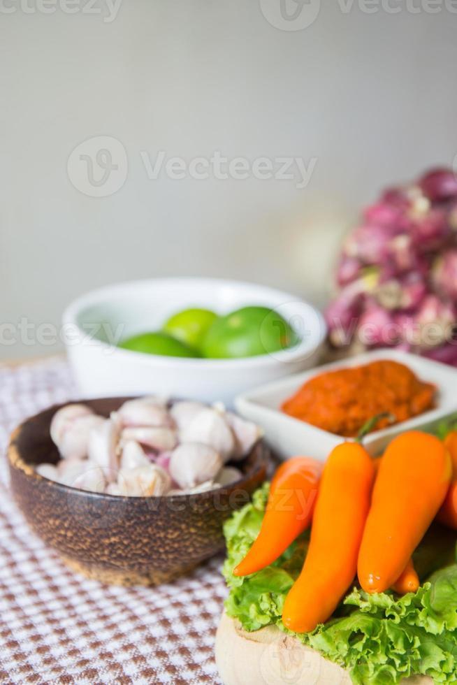 verse kruiden en specerijen groente foto