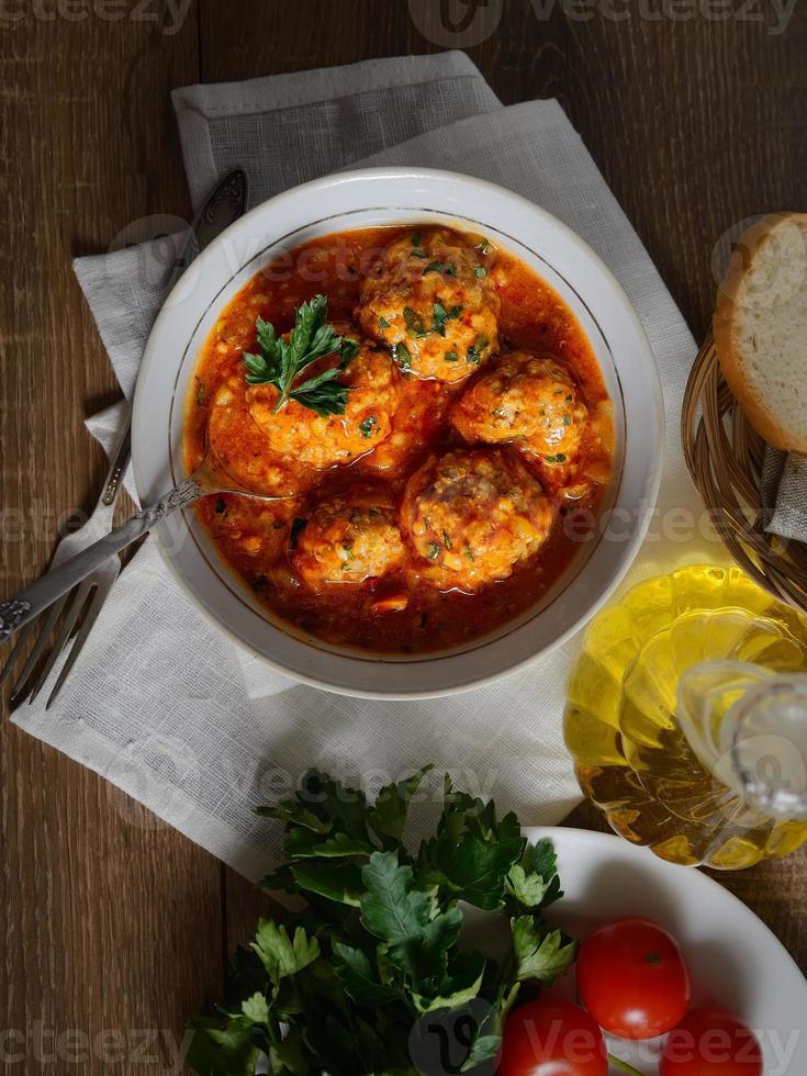 gehaktballetjes in tomatensaus foto