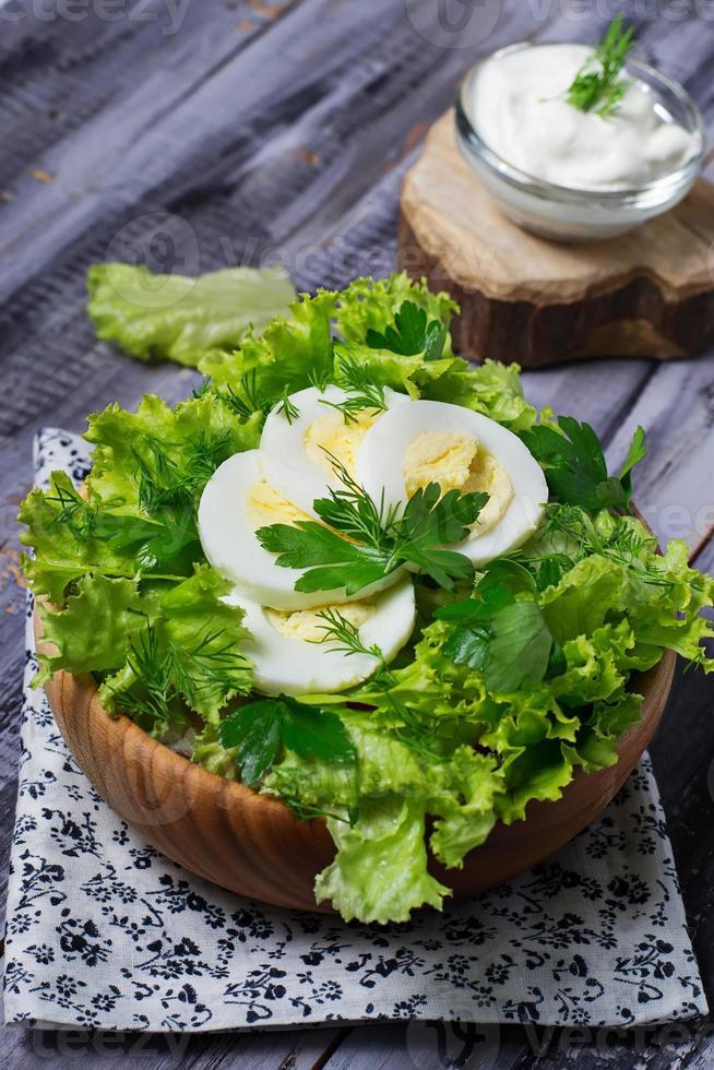 groene vegetarische salade met ei foto