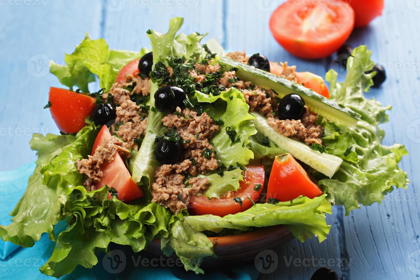 kom tonijnsalade foto