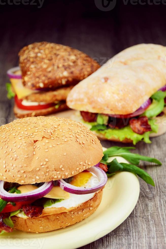 zelfgemaakte lekkere sandwich foto