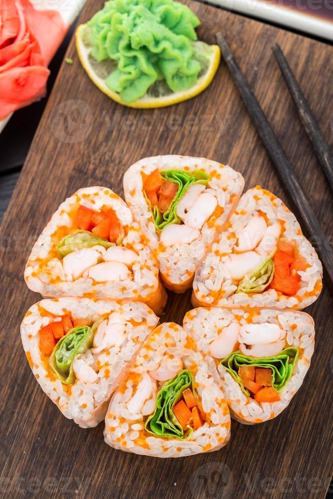 bloem gemaakt van sushi roll. foto