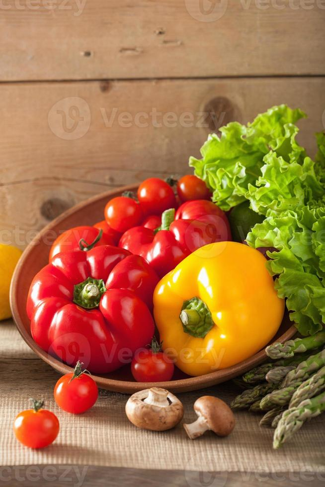 groenten tomaat peper avocado sla asperges foto