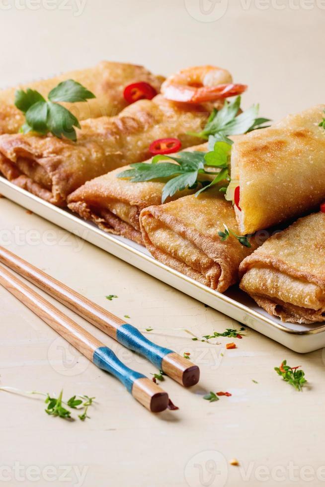 loempia's met groenten en garnalen foto