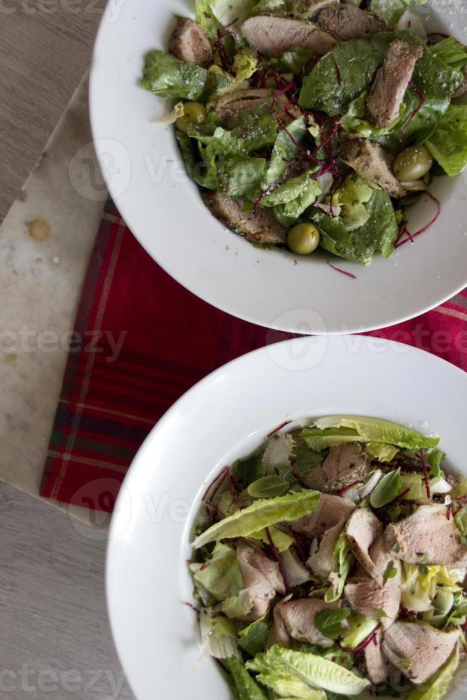 gezonde geroosterde varkenssalade foto