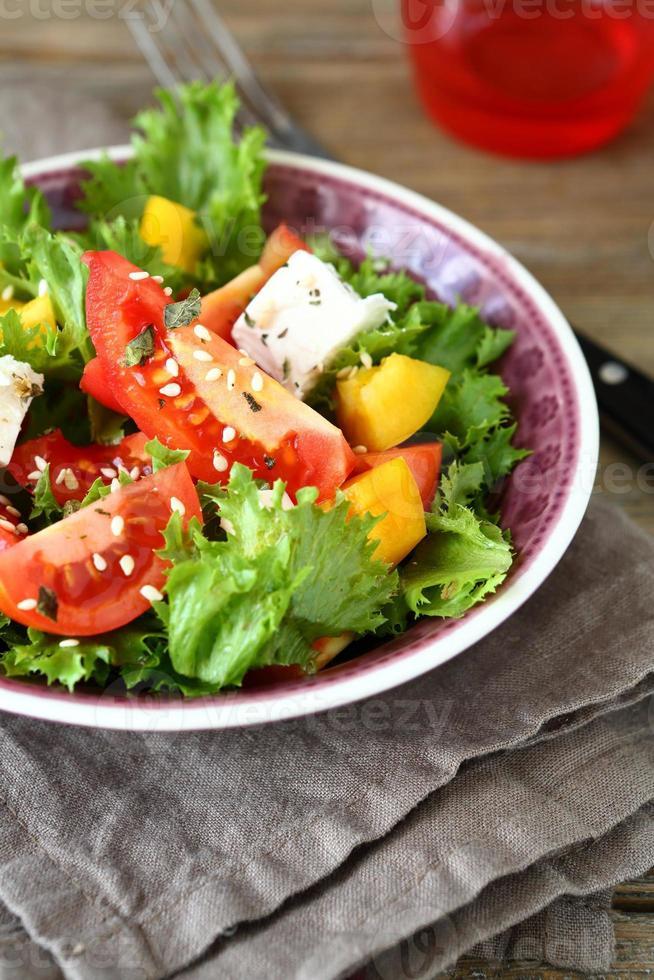 verse salade met groenten en fetakaas foto