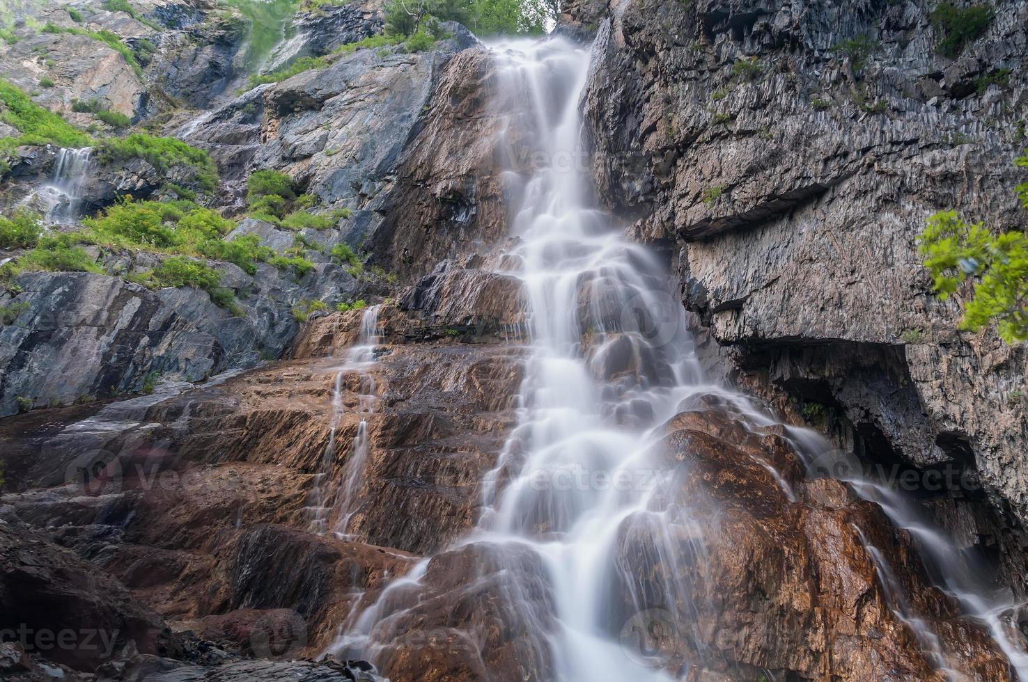 waterval rotsen foto