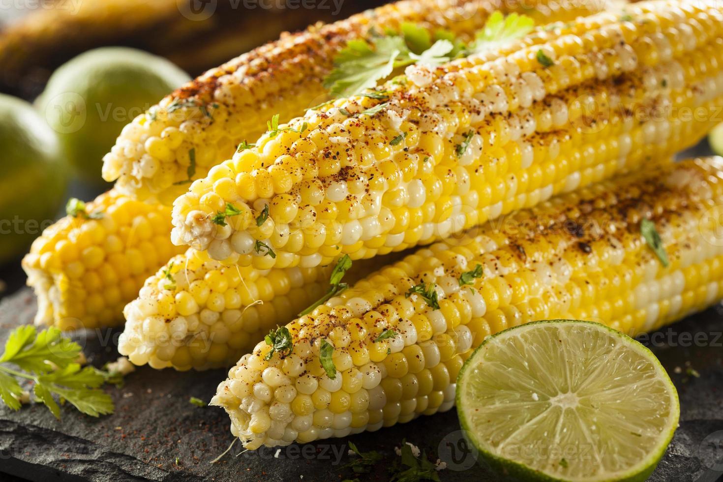 heerlijke gegrilde Mexicaanse maïs foto