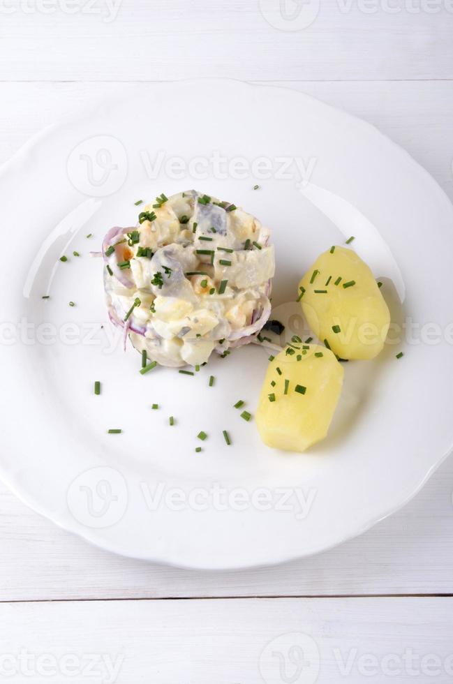 haring salade met gepofte aardappelen foto