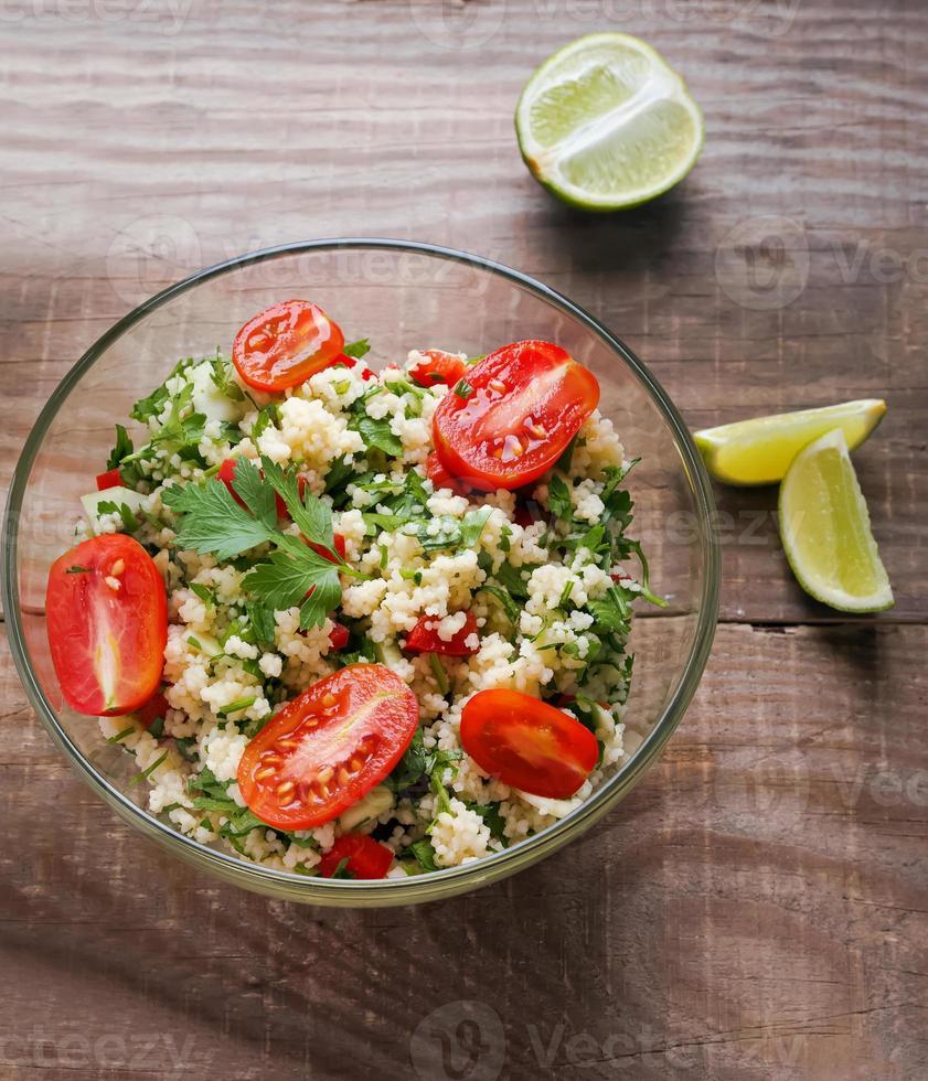tabouleh met couscous en peterselie foto