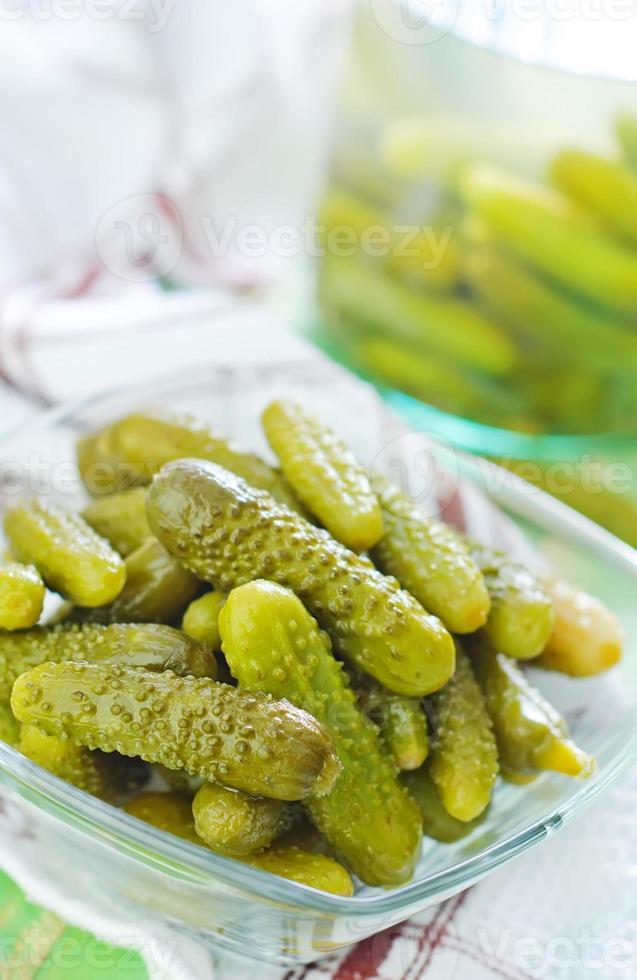 ingemaakte komkommers foto
