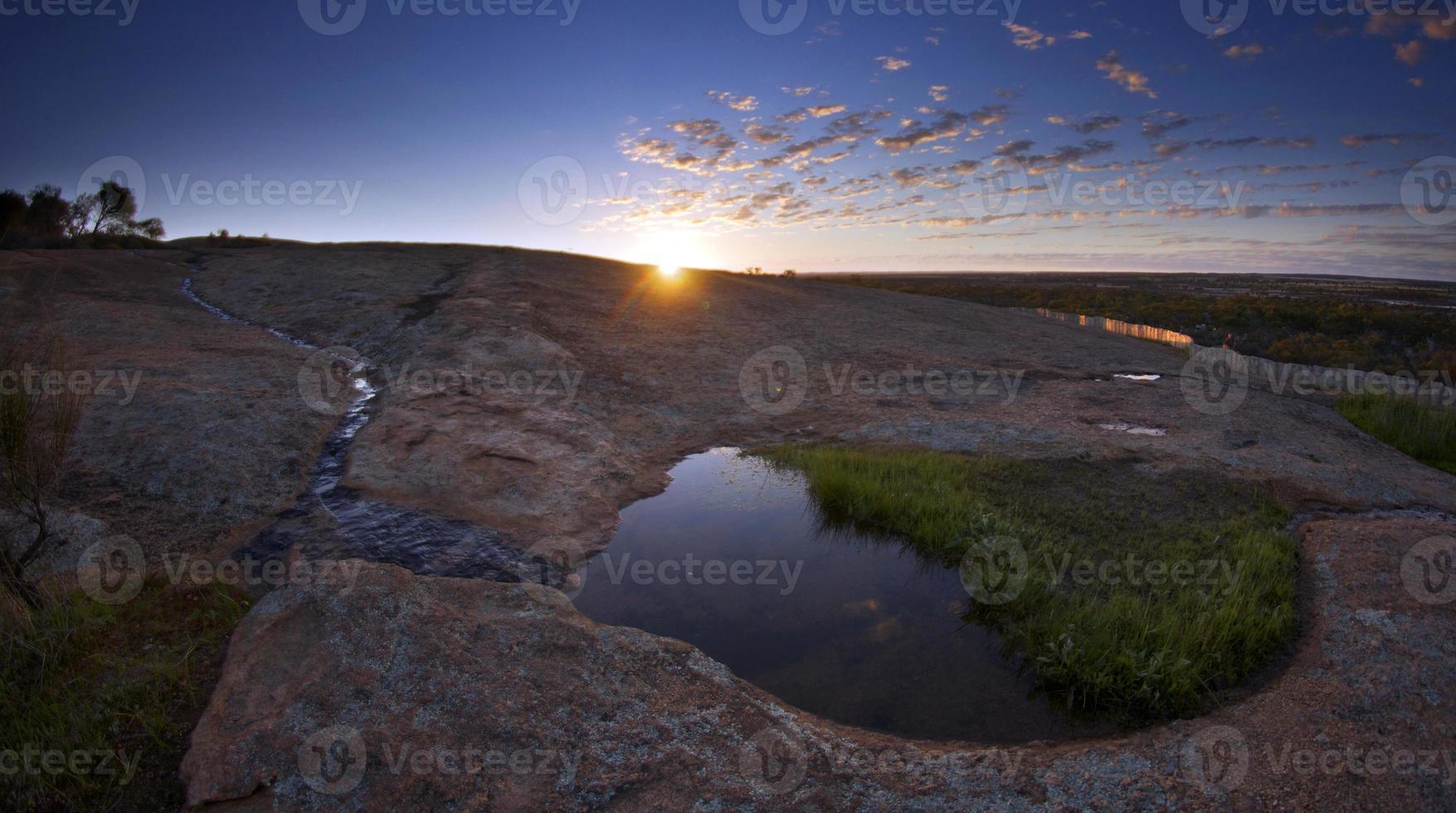 zonsondergang bij waverock foto