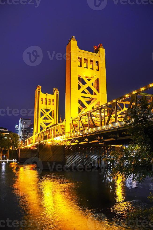 gouden poorten ophaalbrug in sacramento foto