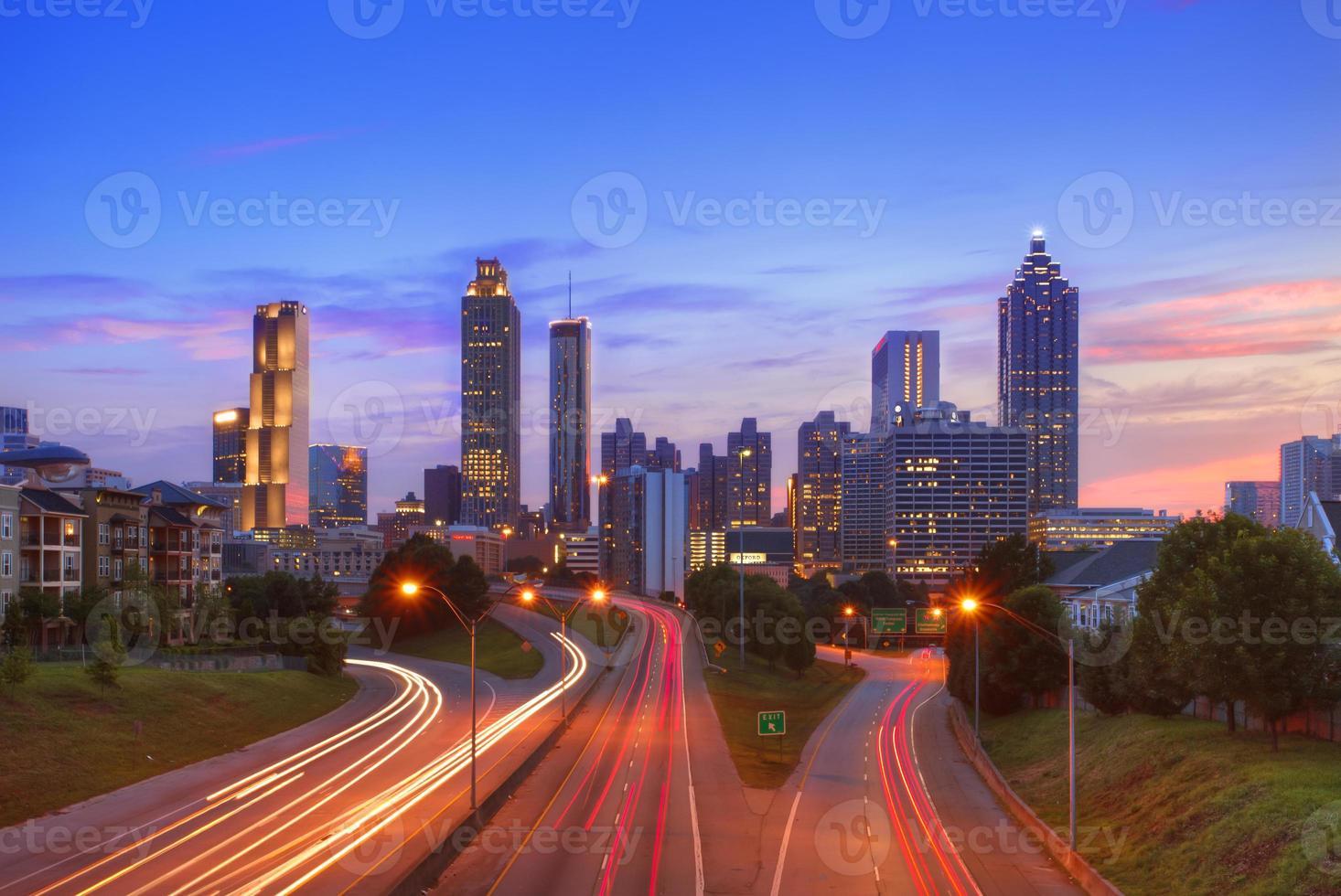 Atlanta centrum in de schemering foto
