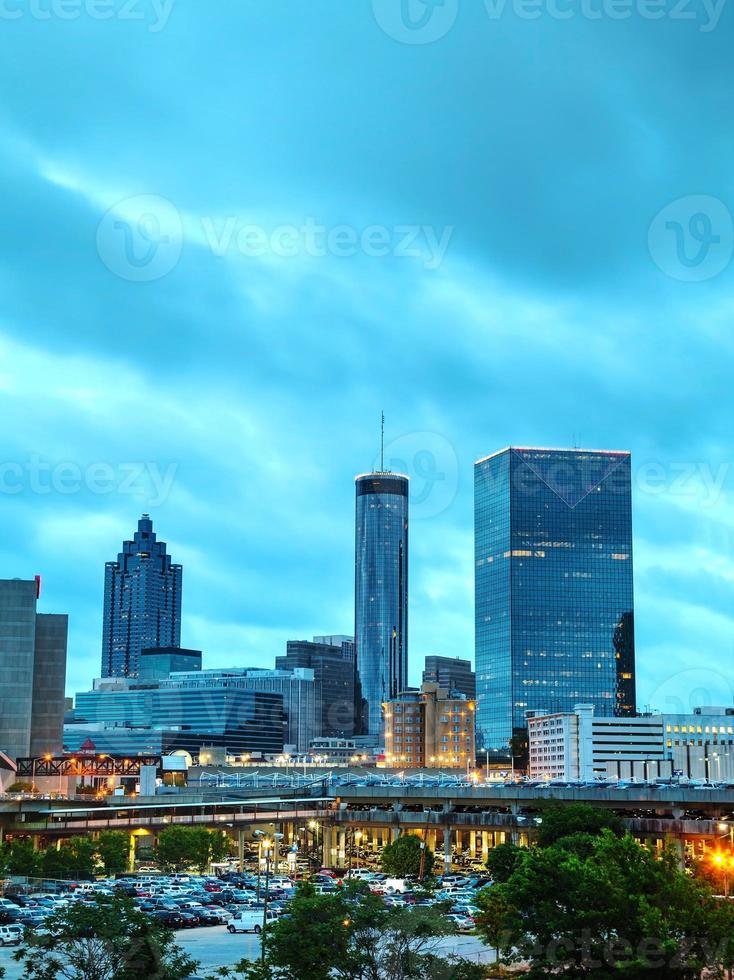 het centrum van Atlanta 's nachts foto