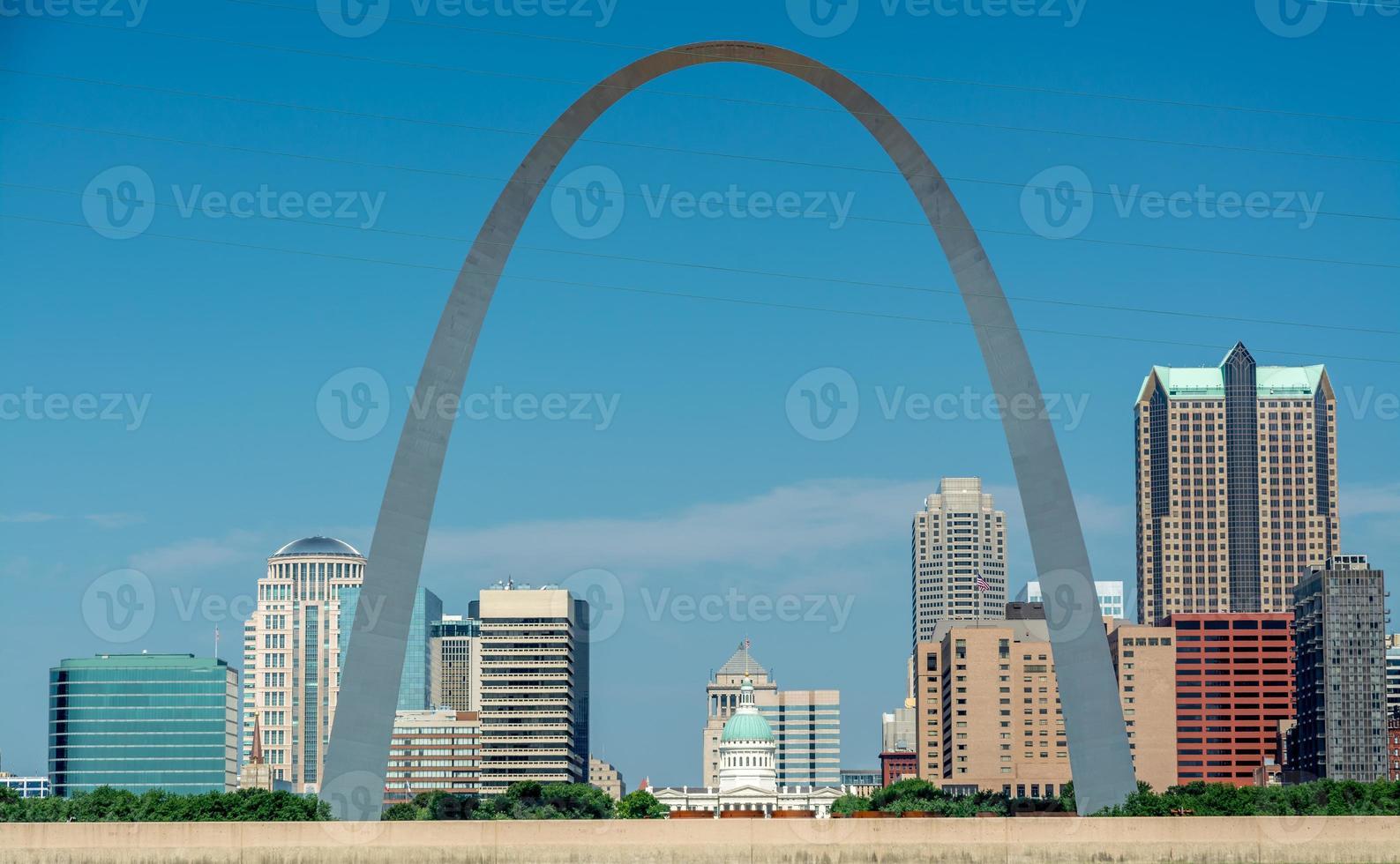 voiew van st. Louis Missouri door de boog foto