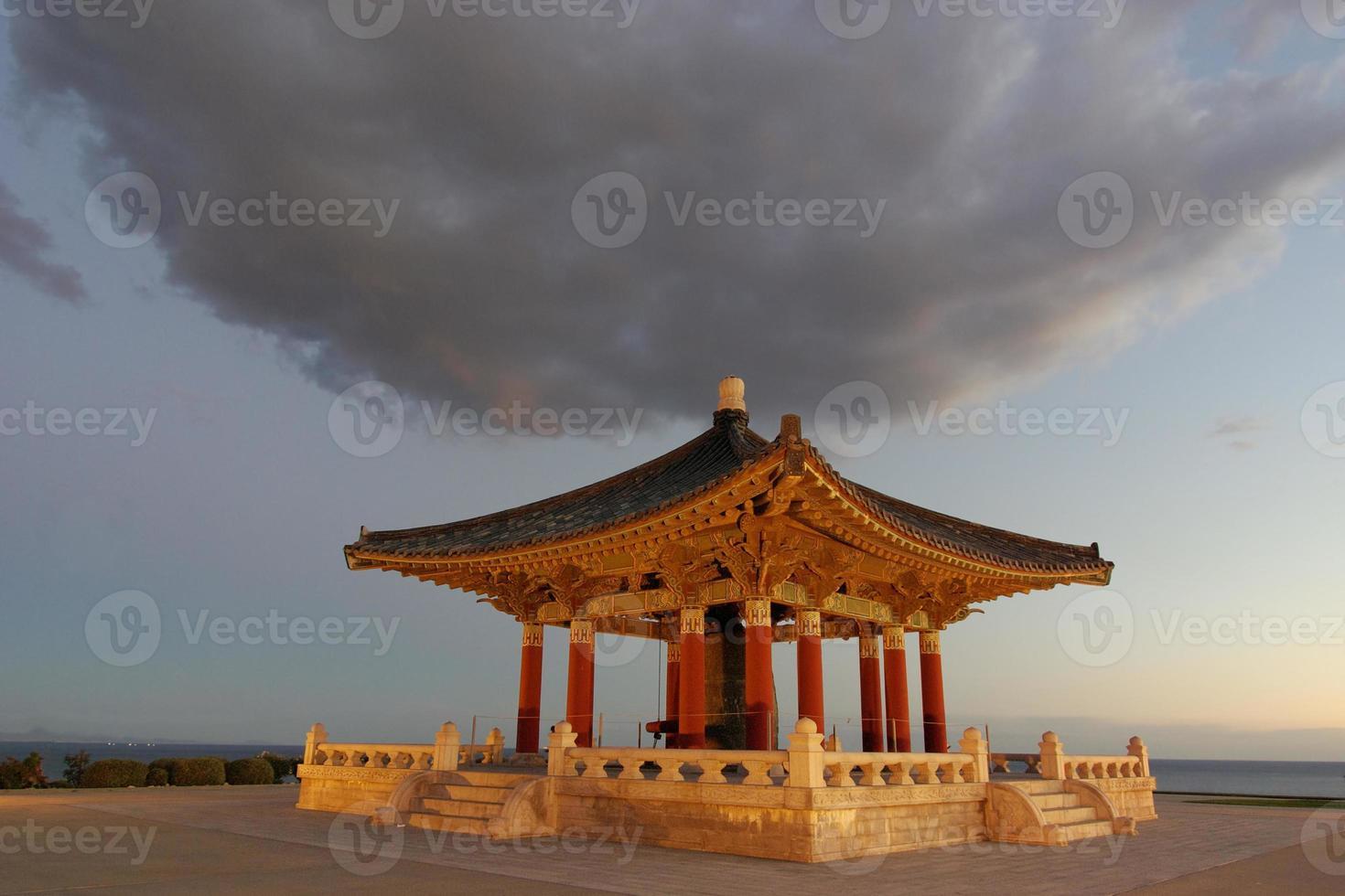 Koreaanse vriendschapsbel en klokpaviljoen foto
