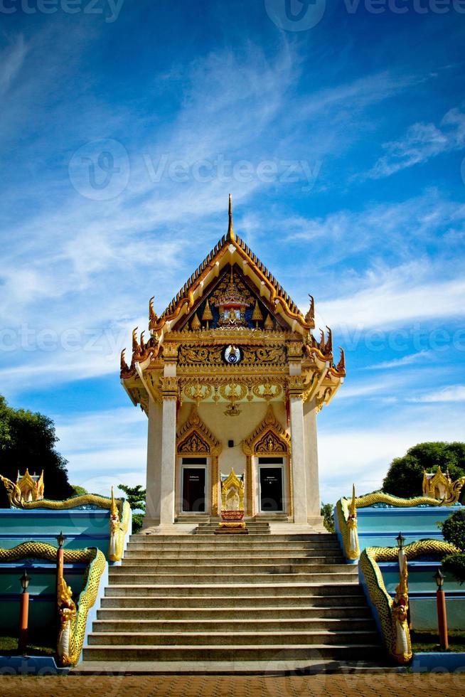 het eiland Koh Samui, tempel en blauwe hemel, Thailand foto