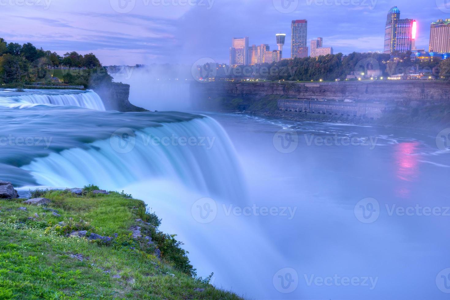Niagara Falls, Amerikaanse zijde bij zonsopgang. foto