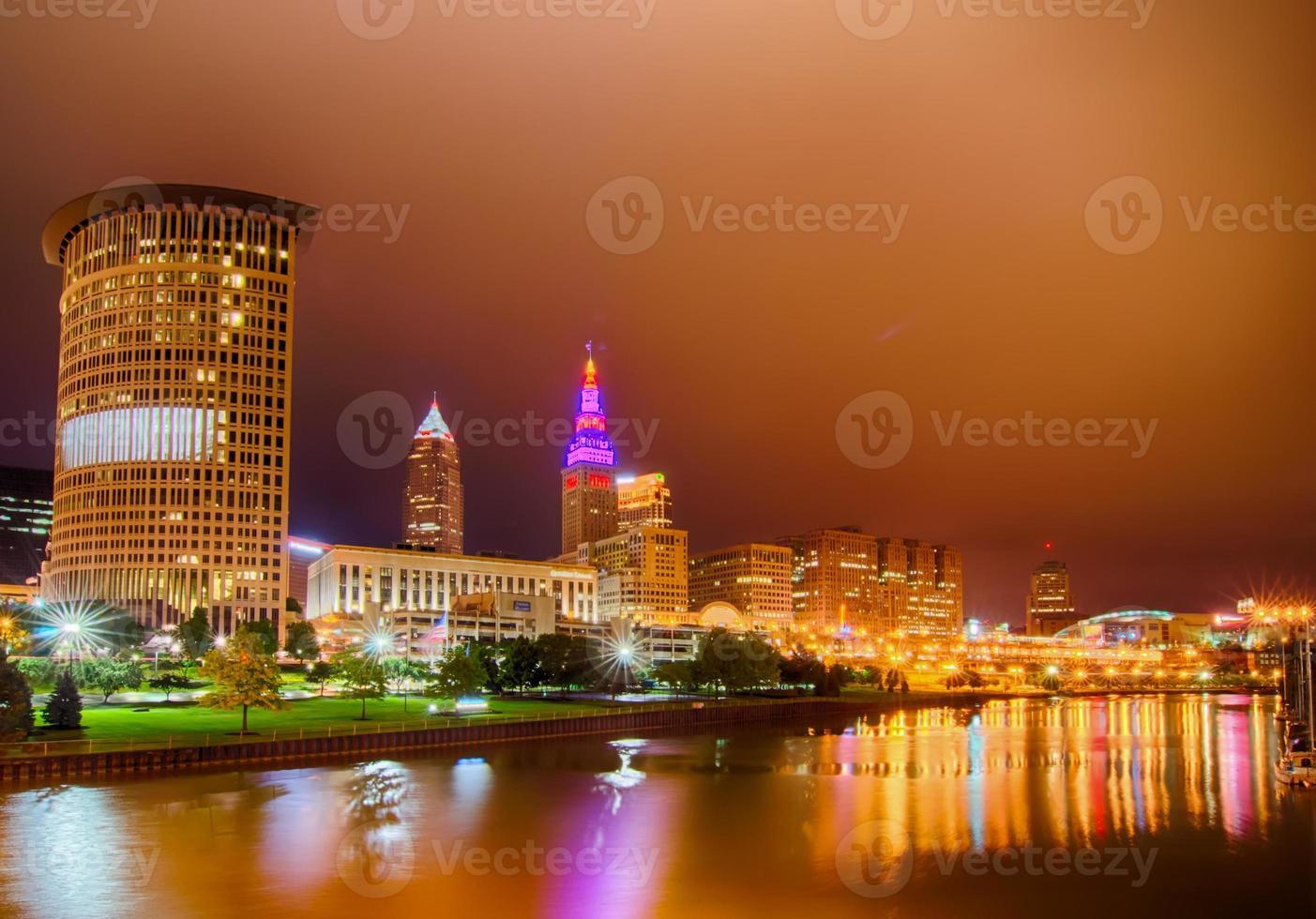 Cleveland. beeld van Cleveland centrum 's nachts foto