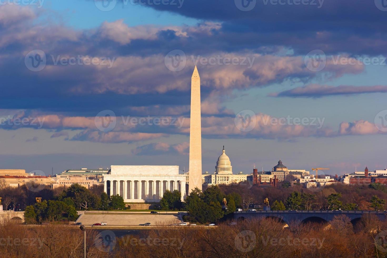 gedenkteken van lincoln, washington monument en ons capitol foto