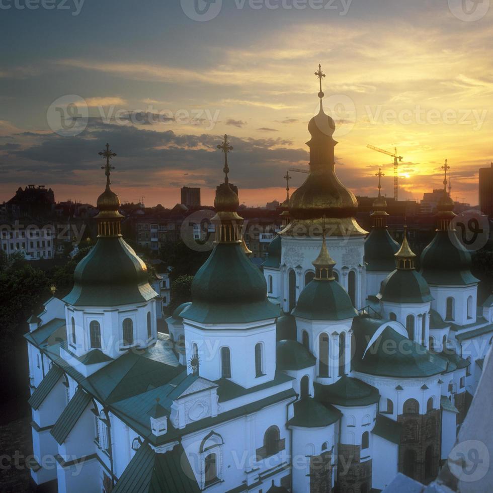 fragment van de st. sophia kathedraal bij zonsondergang. foto