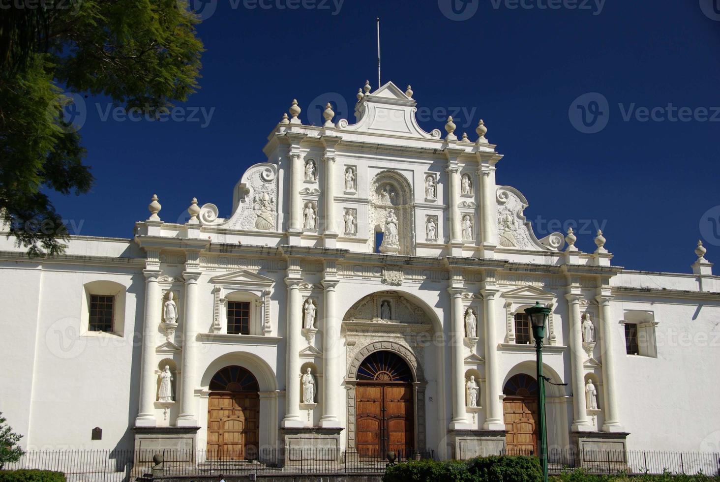 kathedraal in antigua, guatemala foto