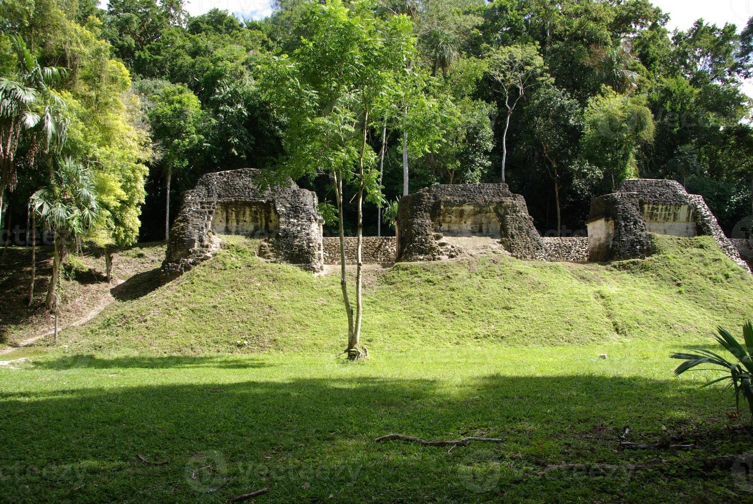 Maya-ruïnes in Tikal, Guatemala foto