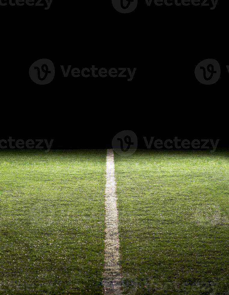 lijn op een voetbalveld 's nachts foto