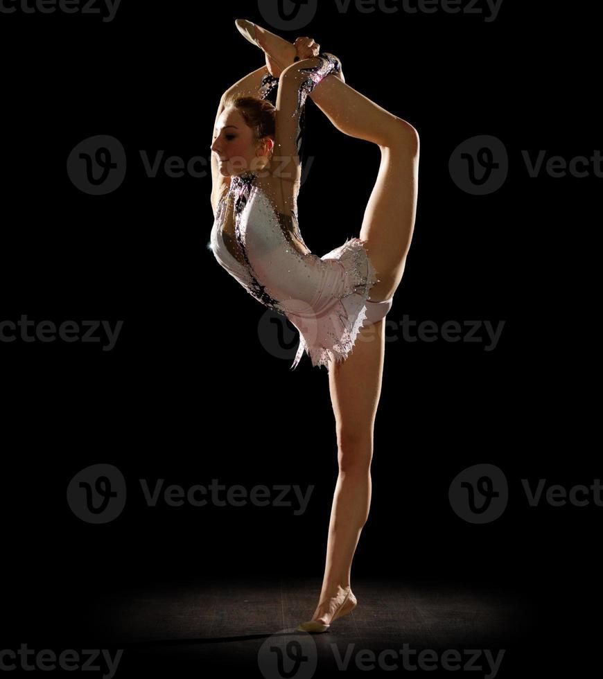 meisje betrokken kunst gymnastiek foto