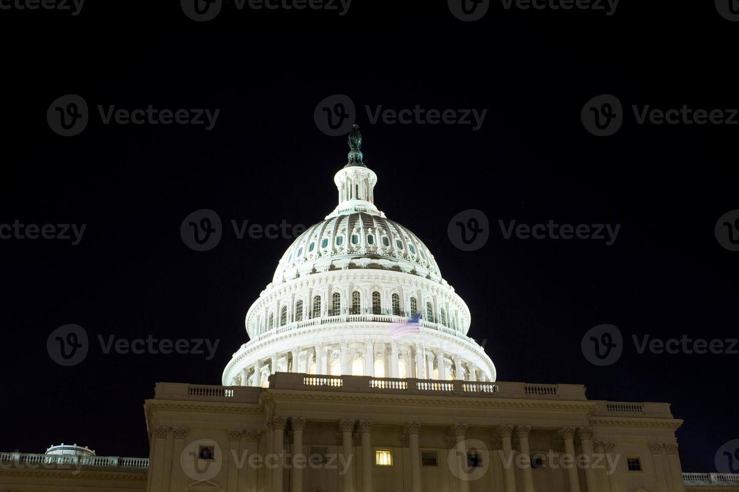 us capitol building dome, night, washington dc, usa foto