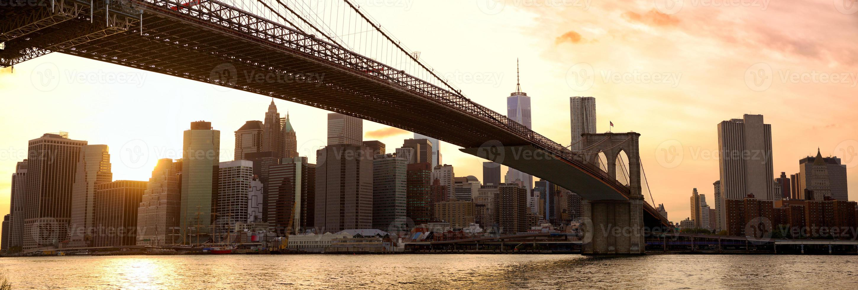 New York panorama bij zonsondergang foto