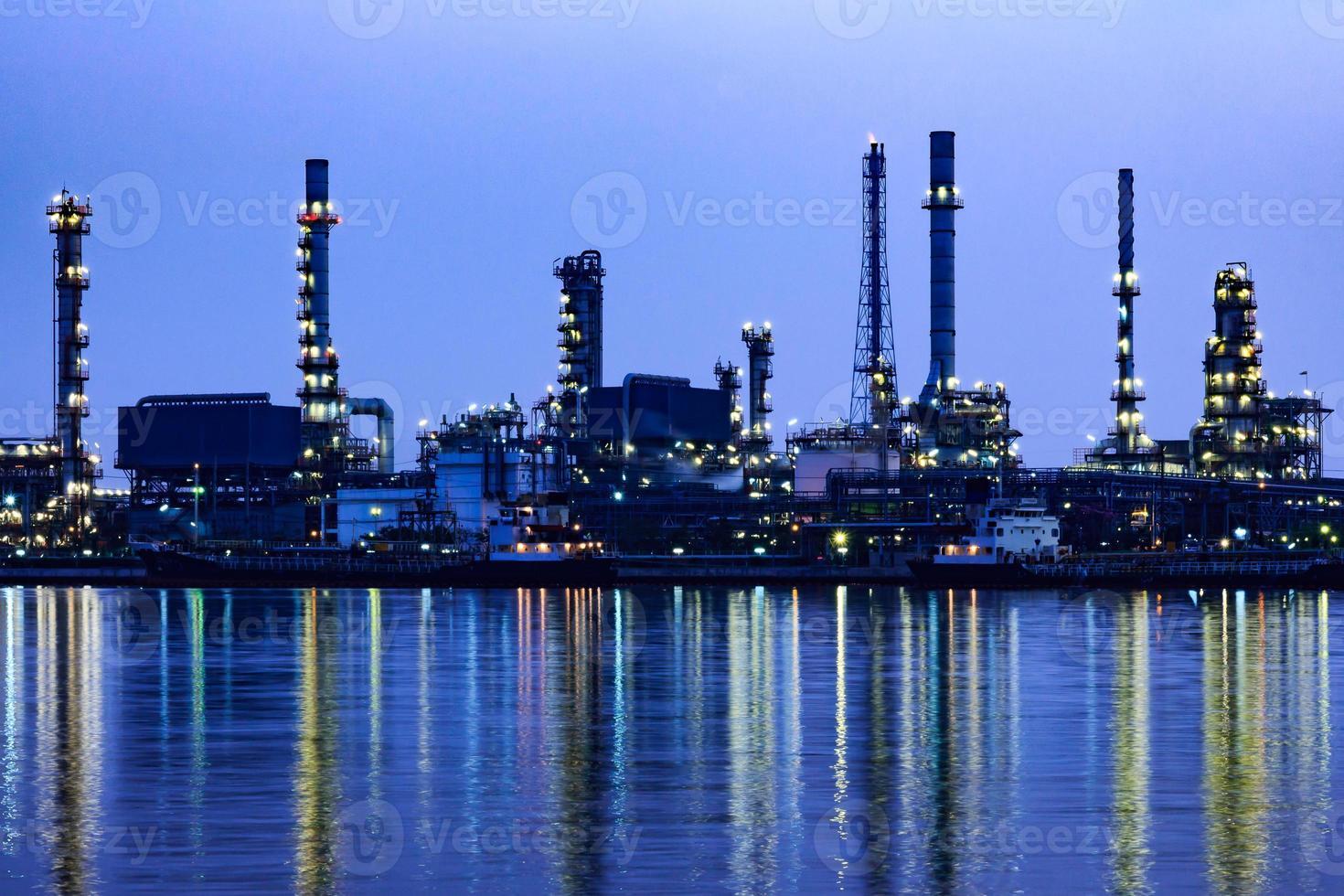 olieraffinaderij in bangkok thailand. foto